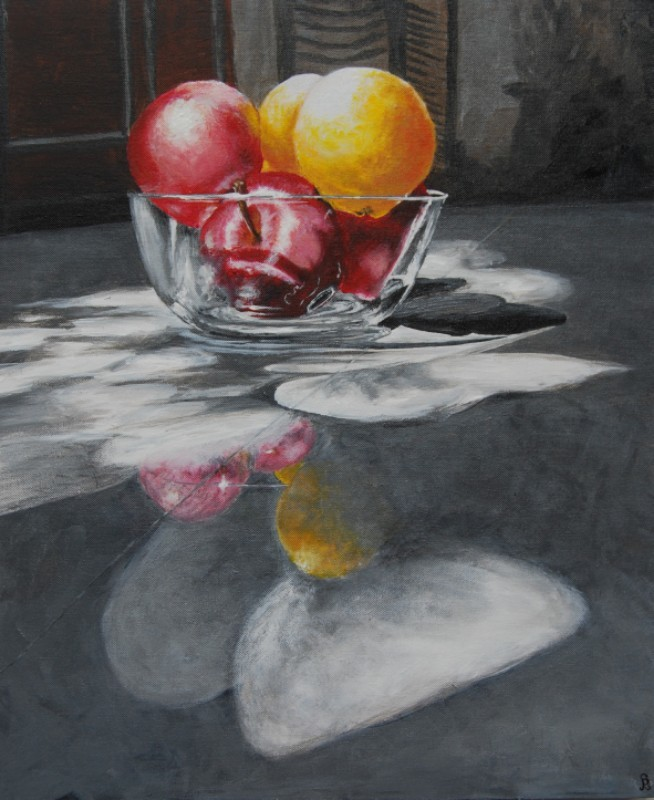Fruits in glass bowl